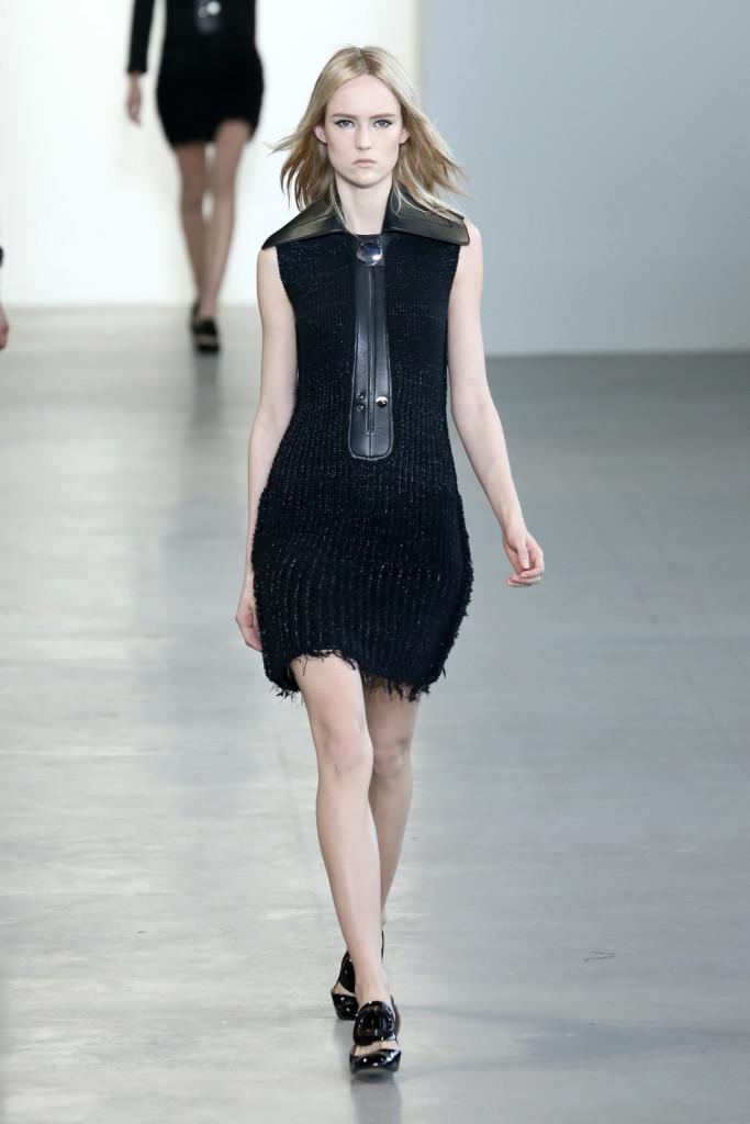 Calvin Klein Collection - Abito in filato nero con dettaglio in pelle nella parte anteriore e colletto in pelle