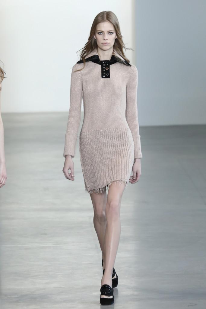 Calvin Klein Collection - Abito a manica lunga in filato con dettaglio in pelle e colletto