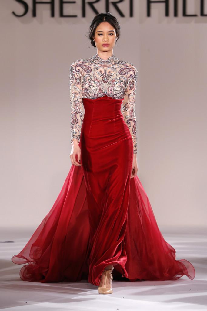 La collezione bridal di Sherri Hill è opulenta e ricca di dettagli