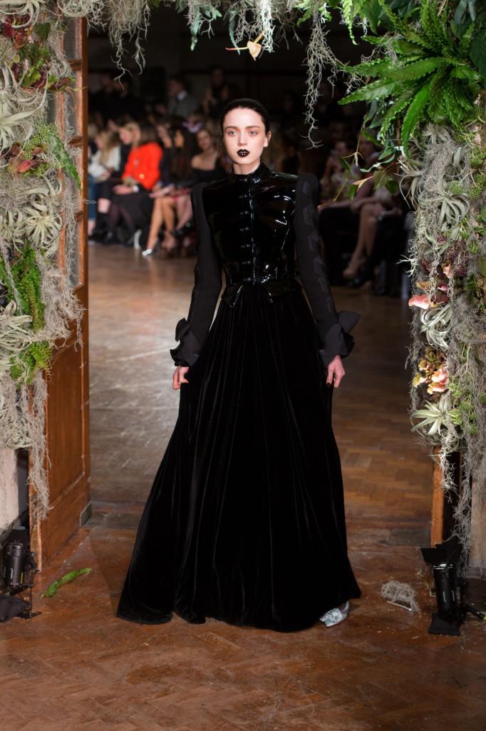 Il mito del vampirismo e di Dracula rivive da Roksanda