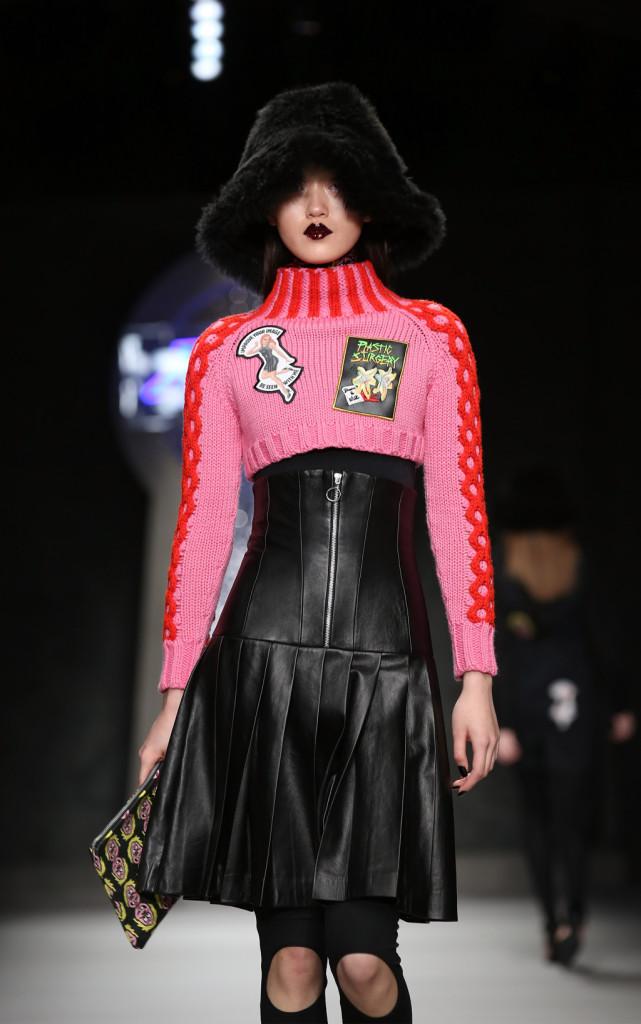 Pelle nera e rosa shocking , per un look ad effetto