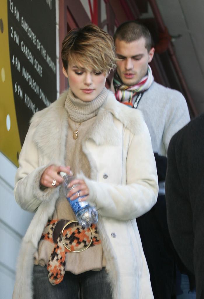 Nel 2005, insieme alla ex fidanzata Keira Knightley