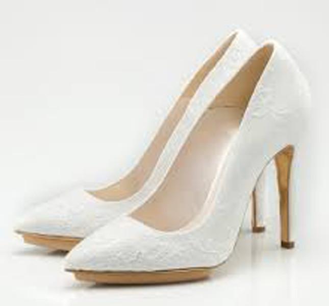Modello Altea dal disegno pulito ed elegante per Enzo Miccio bridal collection