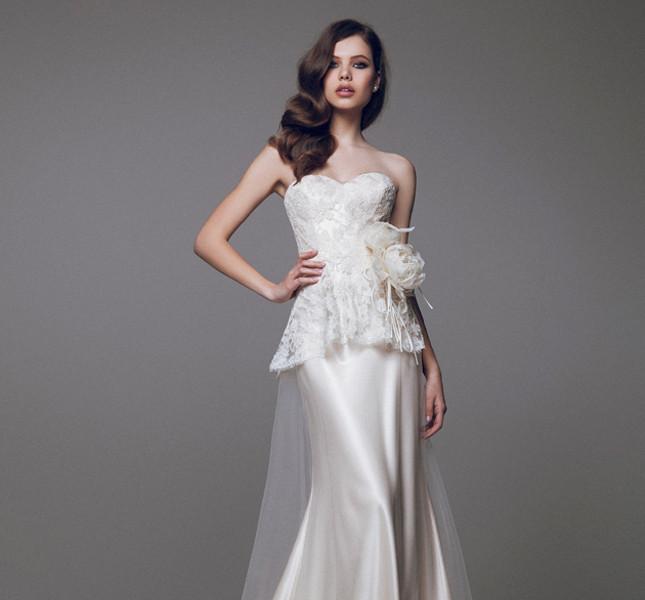 Corpetto ricamato e gonna a sottoveste per l'abito color avorio di Blumarine bridal collection 2015.