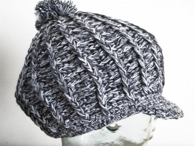 Cappello di lana con visiera