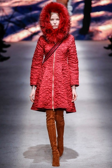 Cappotto con zip e cappuccio di pelliccia