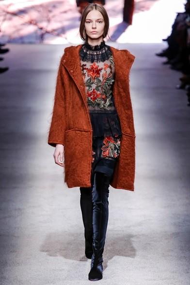 Cappotto di lana su abito di velo