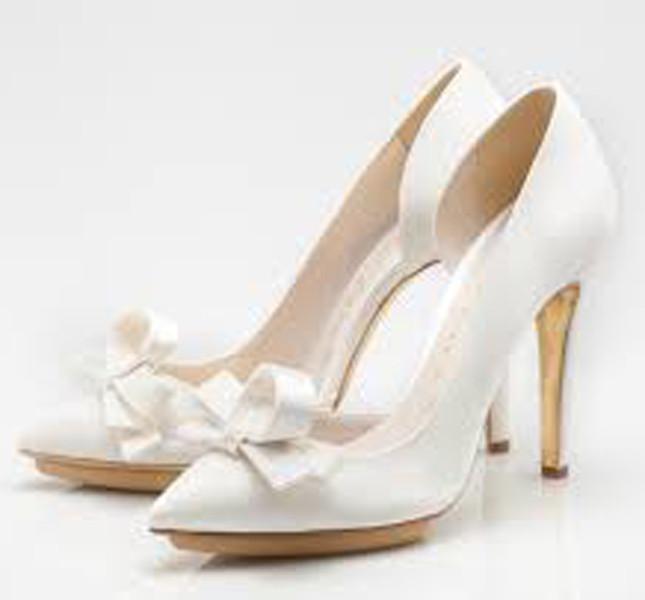 Scarpe modello Dalia disegnate da Enzo Miccio per la sposa.