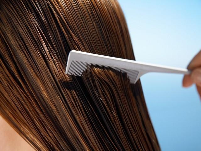 Le maschere si applicano sui capelli bagnati