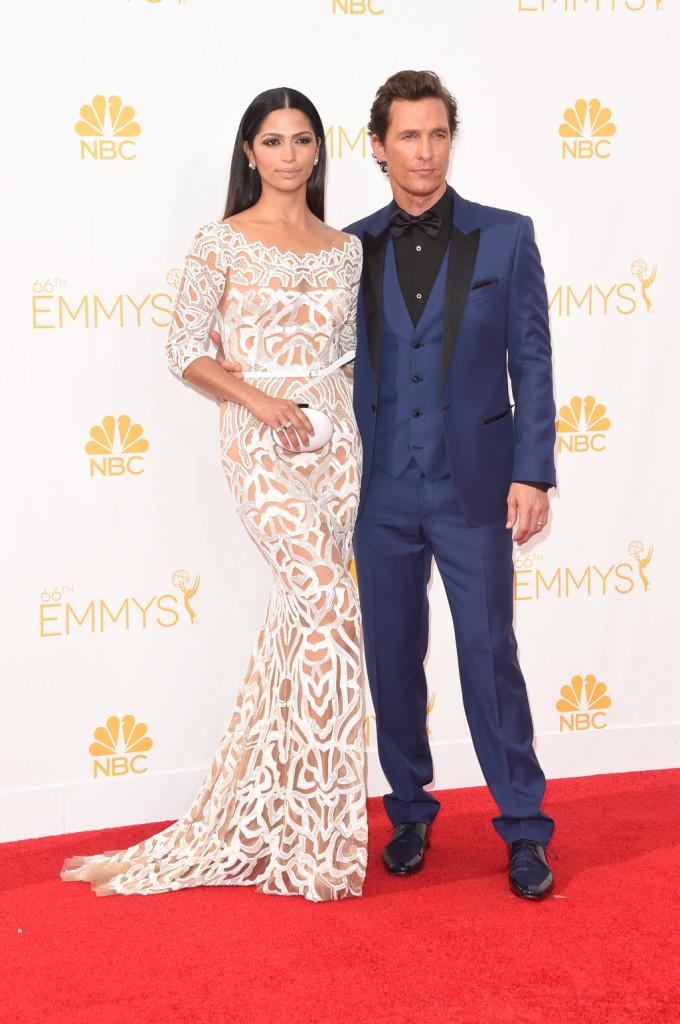Matthew McConaughey e Camila Alves alla 66esima edizione degli Emmy Awards al Nokia Theatre di Los Angeles