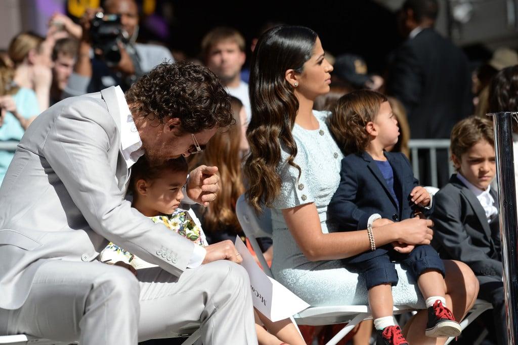 Matthew McConaughey a Hollywood sulla Walk Of Fame con la moglie Camila Alves e i loro tre figli