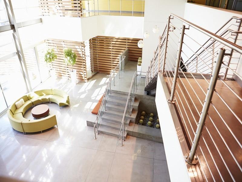 Moderno open space soppalcato