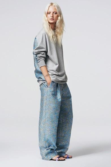 Pantaloni e maglia ampi