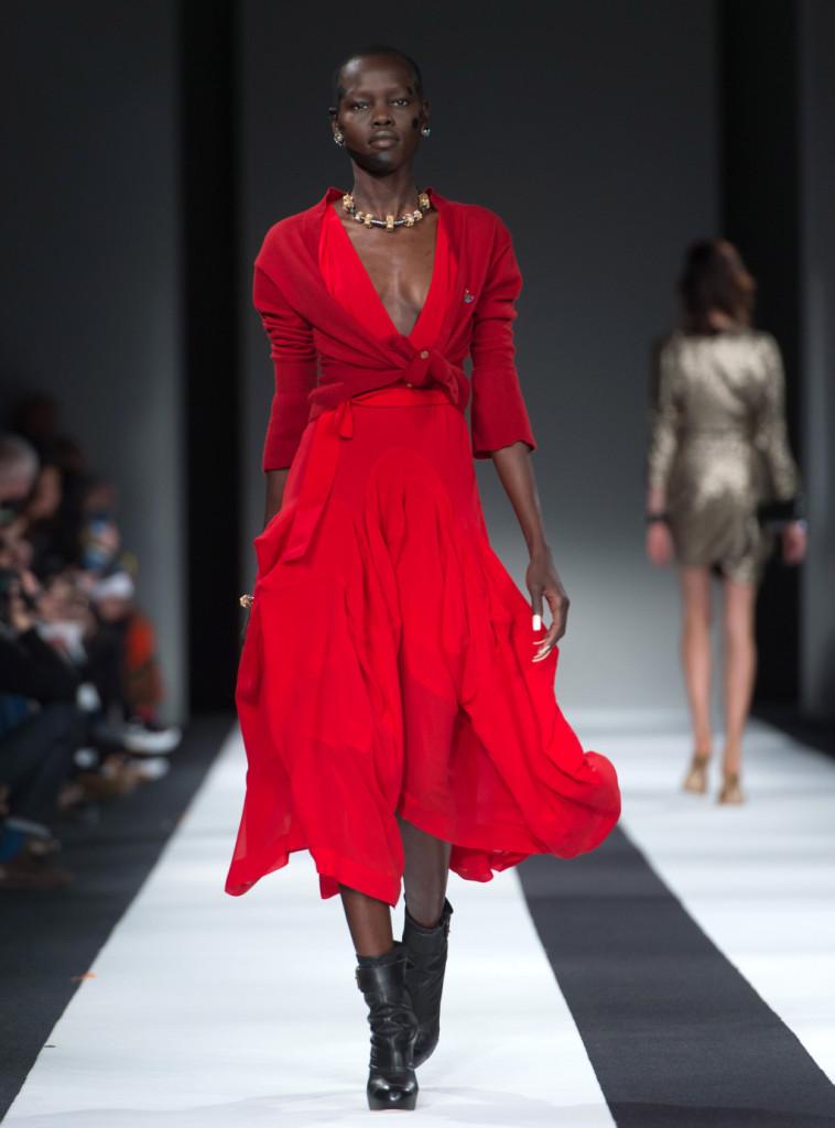 Abito rosso, make up scarlatto