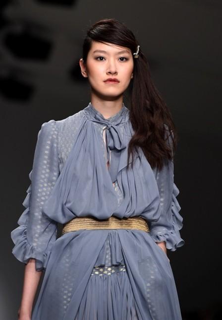 Bora Aksu long dress ampio con trasparenze, color glicine