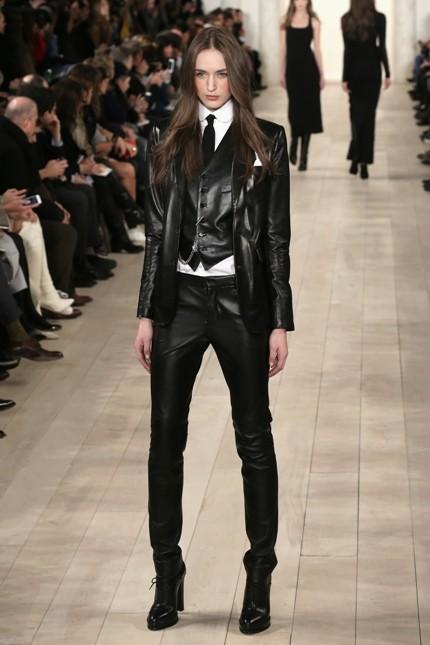 Ralph Lauren gilet in pelle nera e pantaloni in pelle tono su tono