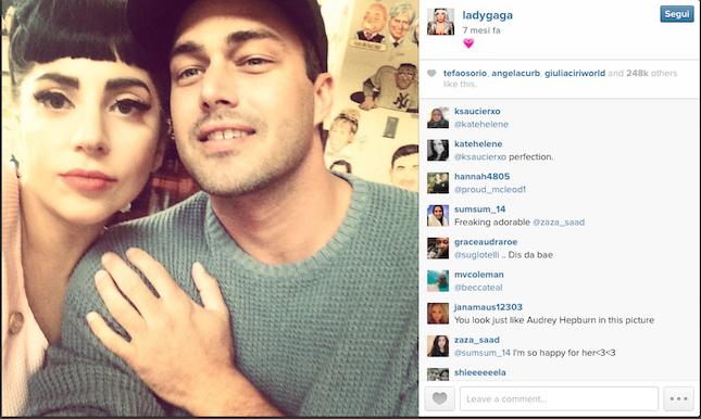 i due prossimi sposi in un selfie tratto dal profilo Instagram di Lady Gaga - credit @ladygaga Instagram