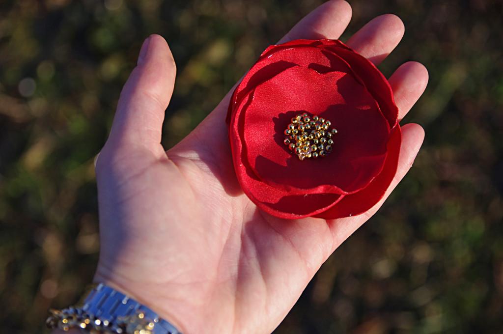 tutorial spilla con fiore di stoffa