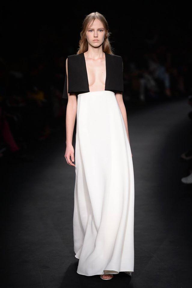 Sensualità semicelata per l'abito bianco e nero da red carpet