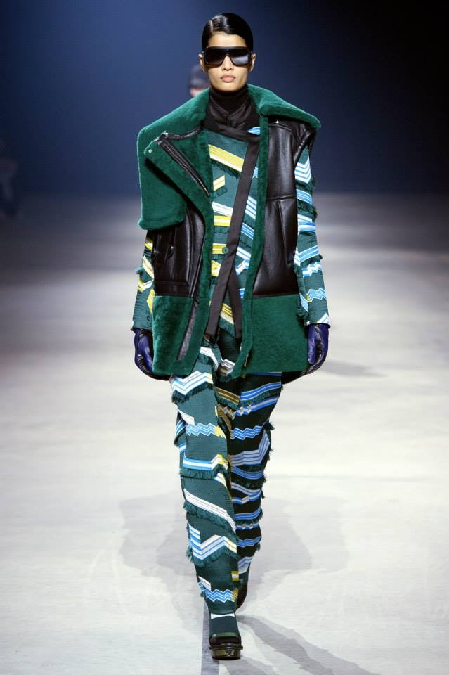 E' come un moderno camouflage la fantasia del look Kenzo