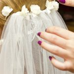 acconciatura sposa con velo e fiori