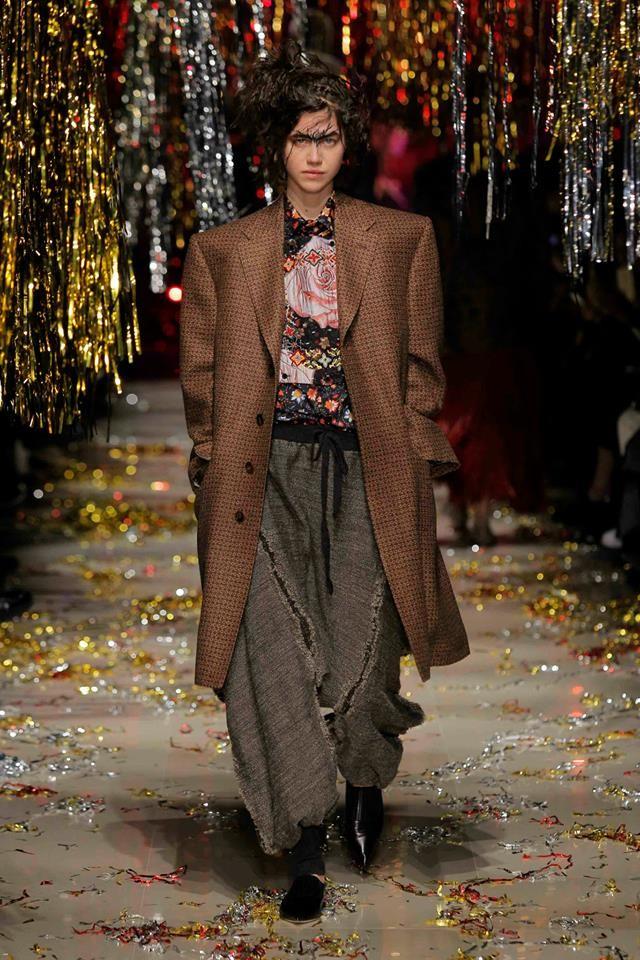 Da Vivienne Westwood le donne si vestono da uomini
