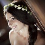 accocniatura sposa con cerchietto bianco e verde