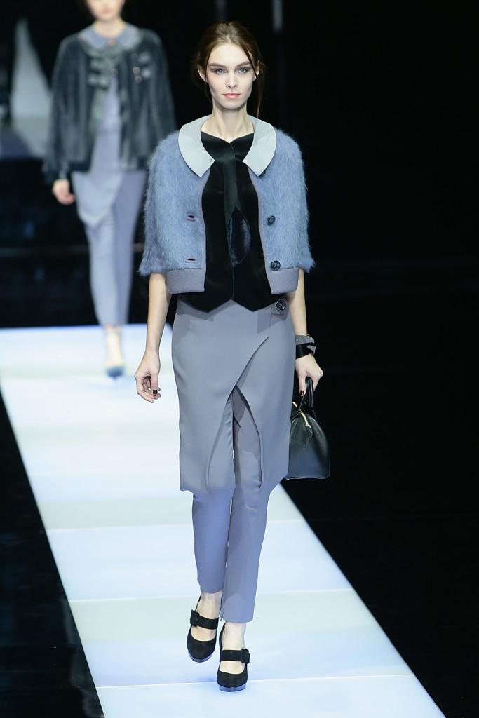 Giorgio Armani sceglie il pantalona con gonna portata sopra come simbolo della sua