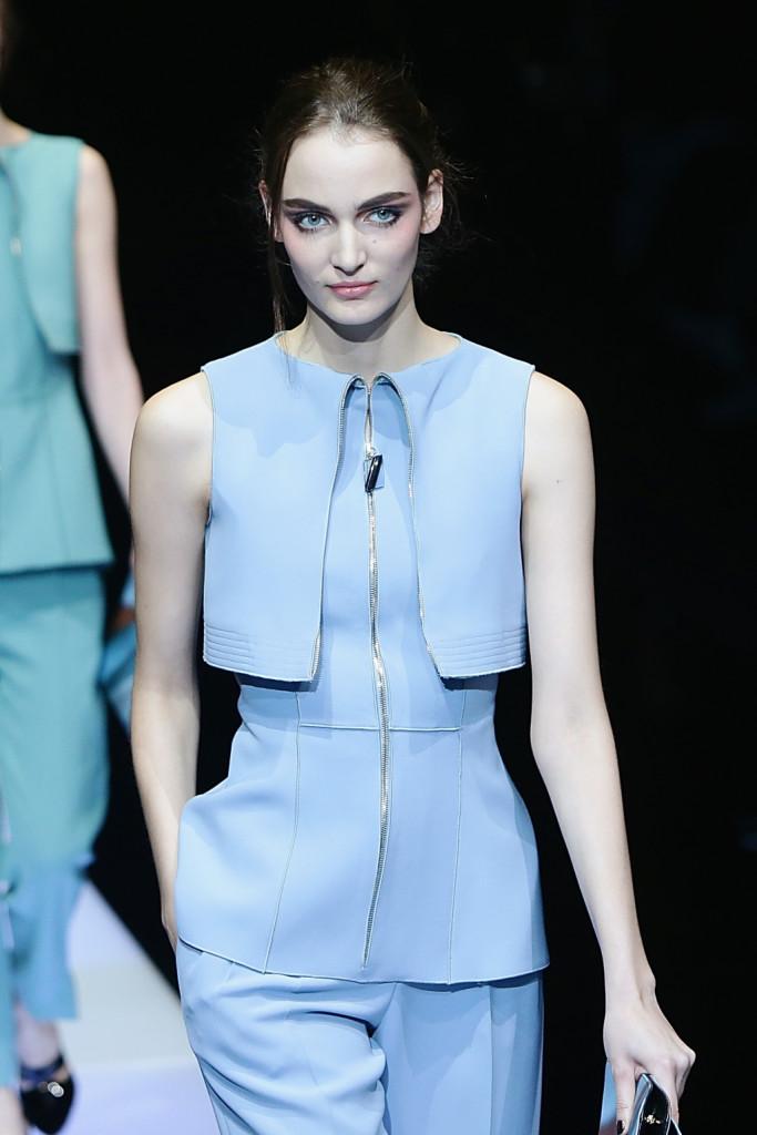 Azzurro polvere per il look semplice e raffinato