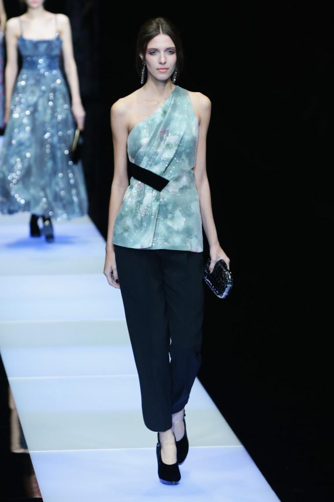 Linee morbide per il look top e pantalone, Giorgio Armani