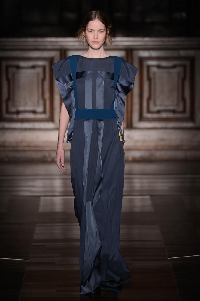 Per la sua collezione FW 2015-2016 Mila Schoen si ispira alle divise disegnate negli anni '70 per le hostess Alitalia