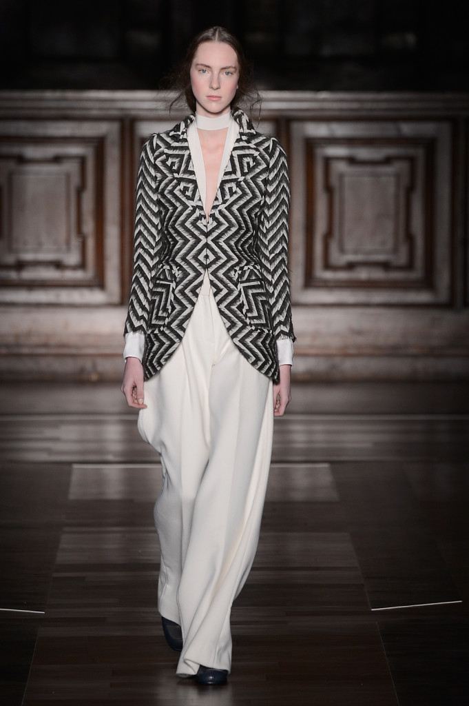Sono elegantissimi i completi giacca e pantalone di Milan Schoen