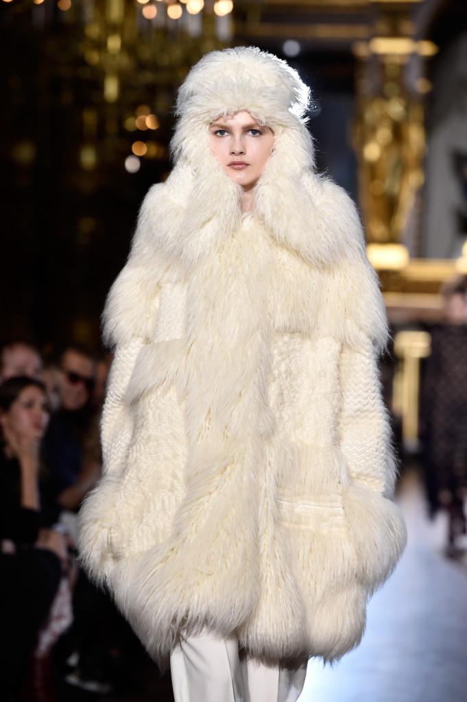 Sulla passerella di Stella McCartney c'è anche la pelliccia ma tranquilli: è finta!