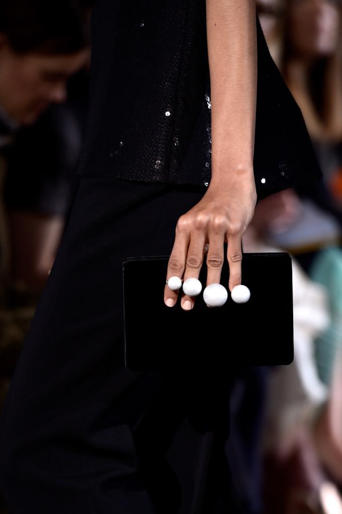 Innovativa: la chiusura della clutch sembra una serie di anelli