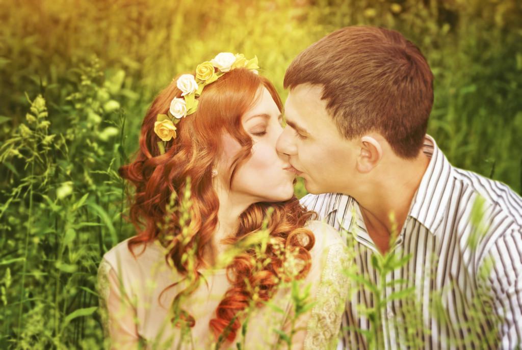 acconciatura sposa con fiori stile bohemien