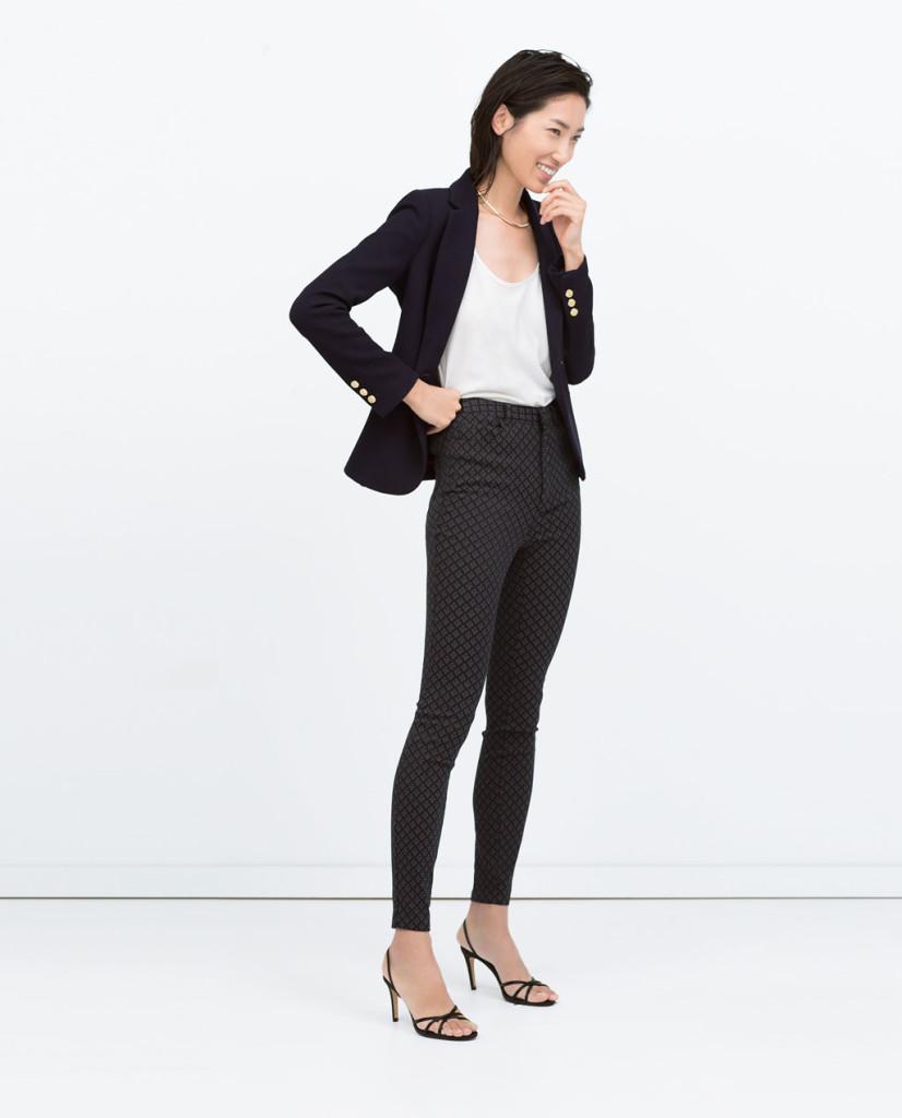 Blazer con pantalone a vita alta per un look più formale
