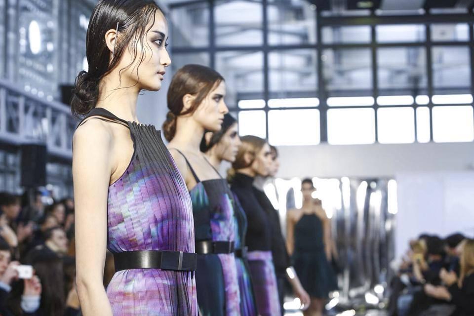 Le modelle sulla passerella di Christine Phung