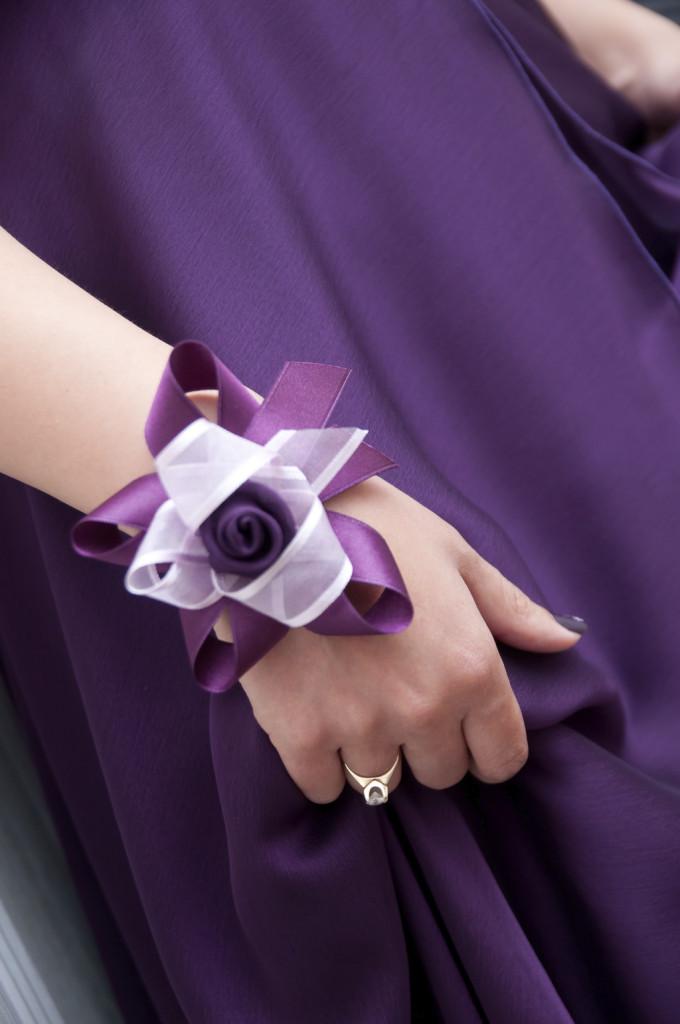braccialetto damigella realizzato con fiore di stoffa