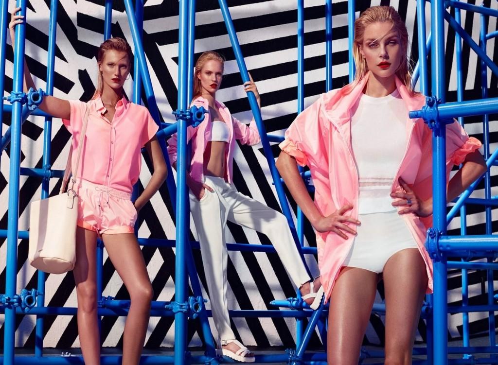 Rosa confetto: shorts sportivi abbinati alla camicetta Enyel (prezzo 65 euro), ma anche su felpe e spolverini in tessuto tecnico ultra moderno