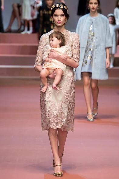 L'universo mamma a 360° in passerella con Dolce&Gabbana