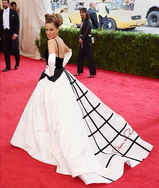 Sarah Jessica Parker sul red carpet in Oscar De La Renta