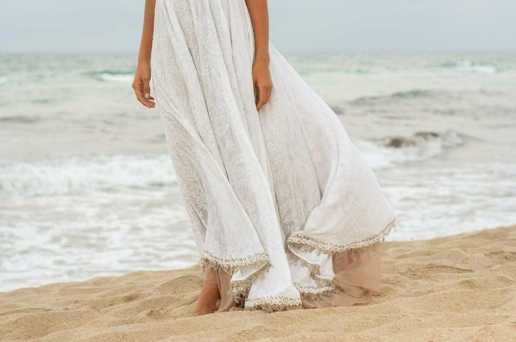 Abiti Da Sposa X Spiaggia.Gli Abiti Per La Cerimonia In Spiaggia Unadonna