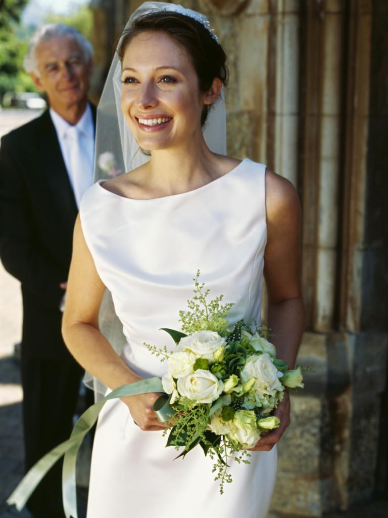 586980d67908 l outfit perfetto per il padre della sposa. abito scuro e ...