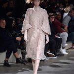 Alexander McQueen lungo coat rosa cipria con maniche a pipistrello
