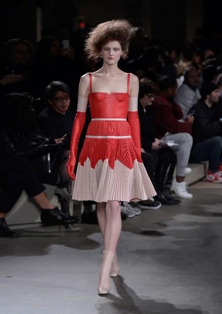 Alexander McQueen mini dress con gonna a pieghe e corpetto