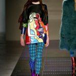 Au Jour Le Jour mini dress con decoro multicolor e collant azzurri