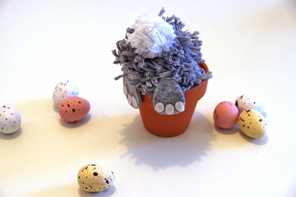 conigli nel vaso: segnaposti fai da te per Pasqua