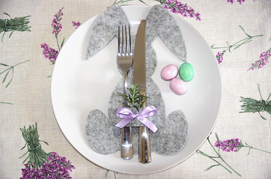 Idee Pasquali In Feltro : Conigli porta posate per la tavola di pasqua u2013 tutorial unadonna