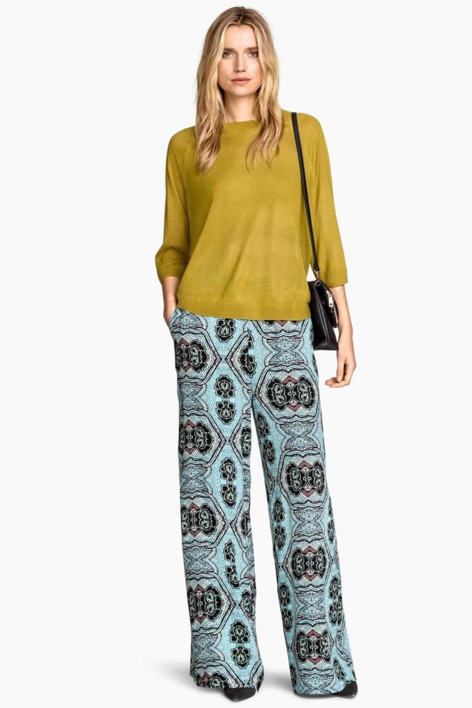 Pantaloni e maglia color senape stile hippie