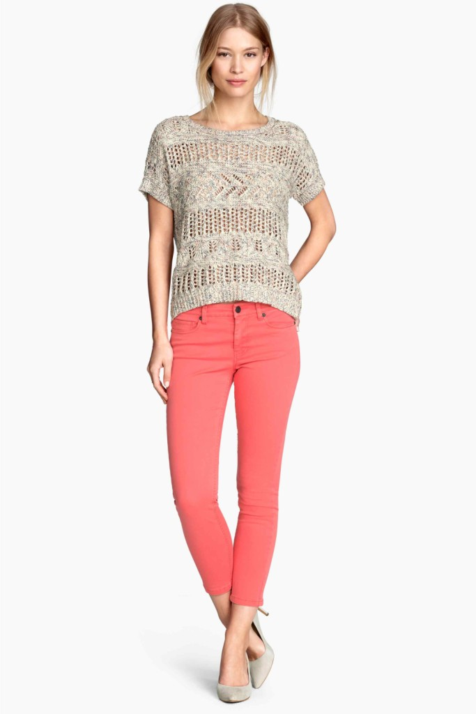 Jeans colorati e maglia